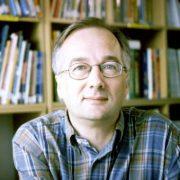 Бернар Фрио: «Во Франции, как и в других странах, к сожалению, читателей становится всё меньше и меньше»